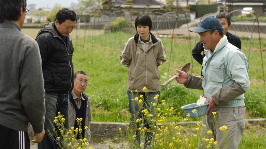 Kazuaki Okitsu teaching at his natural farm in Shikoku, Japan. Photo: Patrick M. Lydon