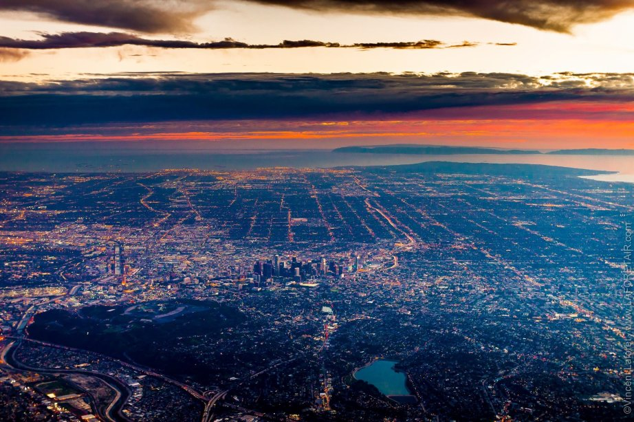 """Air"" - Los Angeles, CA - January 23 & April 16 2015 - 7:06 & 7:56 pm - Altitude 10,000 feet / 3 km. Photo: Vincent Laforet"