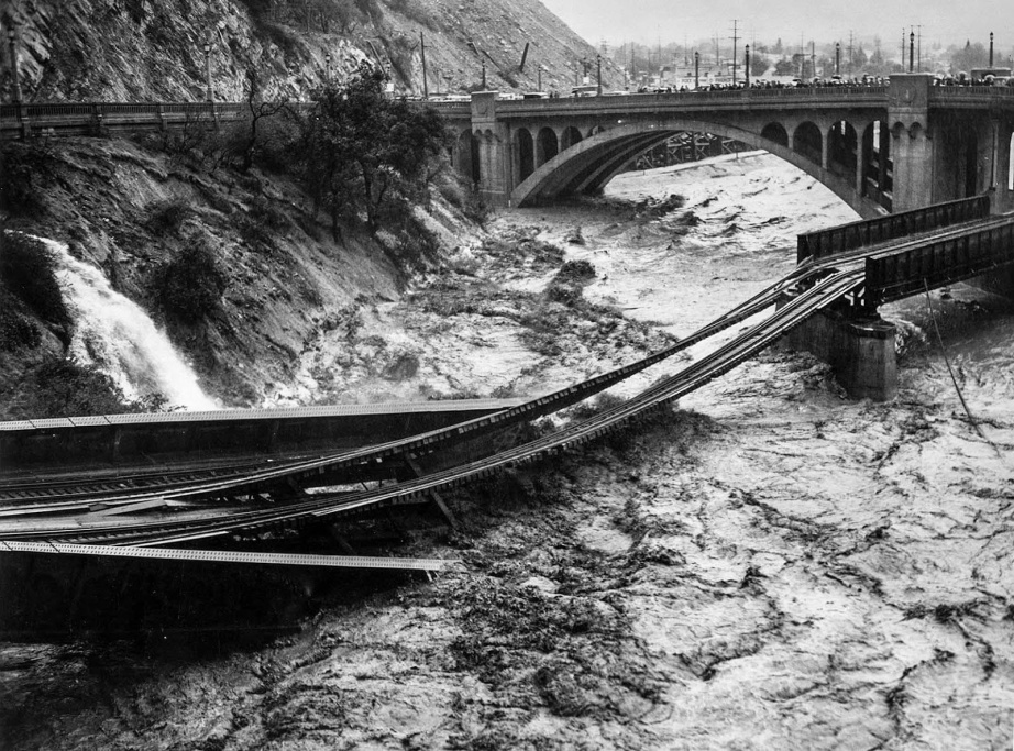 Floodwaters in Los Angeles River destroy Southern Pacific railroad bridge. The photo was taken from North Figueroa Street bridge. Photo via Vintage Everyday.