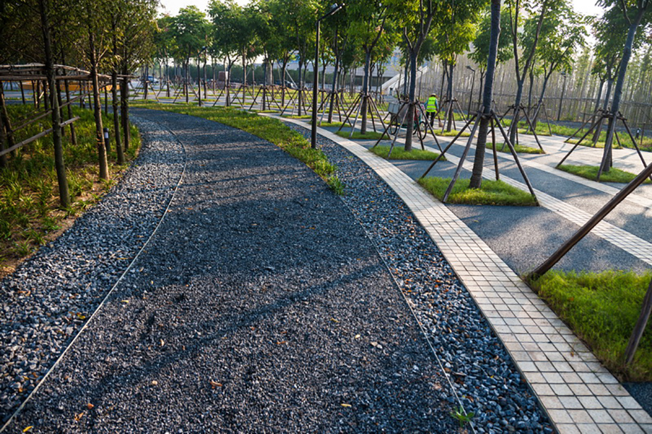 Sponge City 's terraced riverbank / gravel pavement are part of the park's planned permeability.