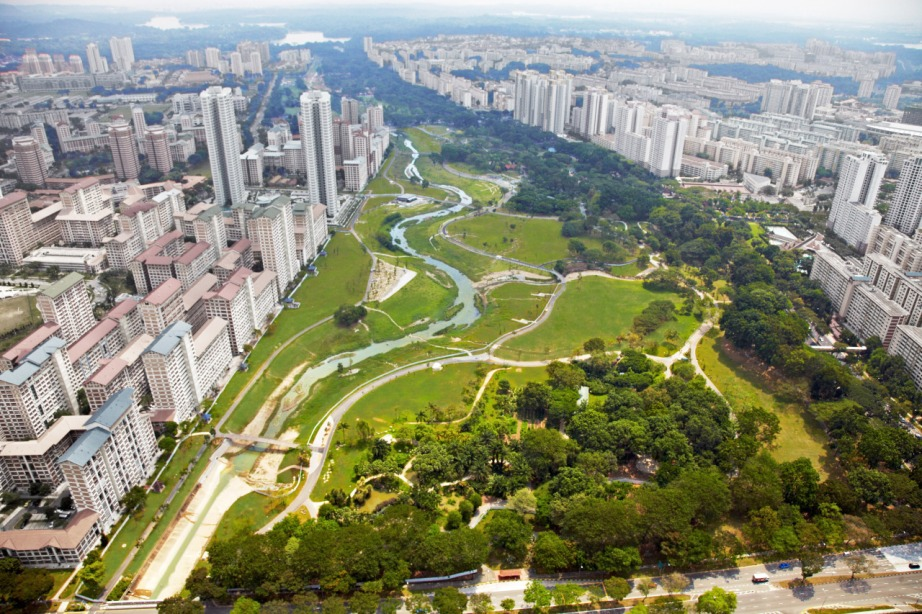 Bishan Park, Singapore | Green corridor with Kallang River which connects Singapore Strait and Lower Peirce Reservoir. CC photo: commons.wikimedia.org