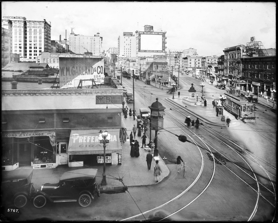 Junction at Main Street, Spring Street, and 9th Street, Los Angeles, ca.1917. Photo: Public Domain